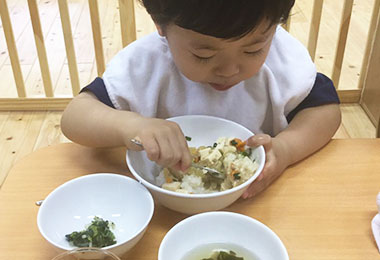 保育園の昼食